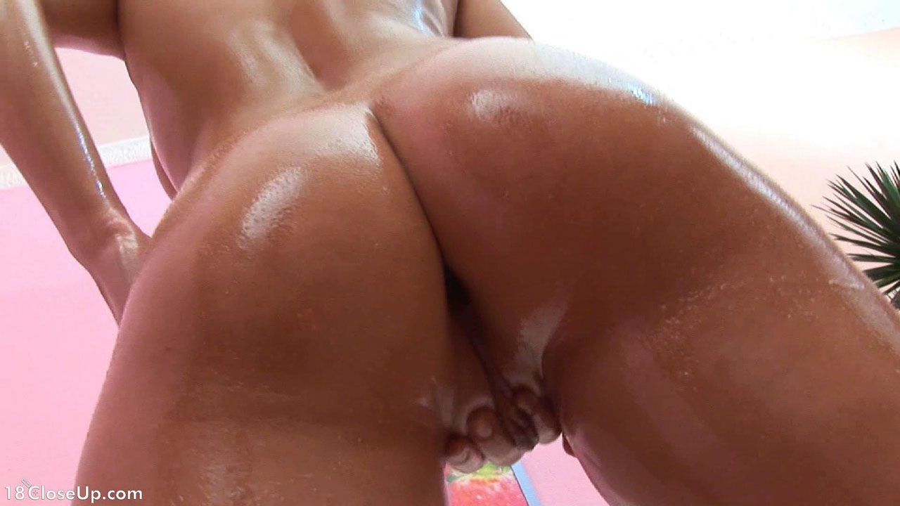Multiorgasmic Jennifer Cums In Close Up